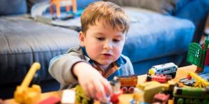Как приучить ребенка убирать за собой