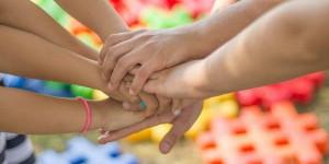 Как оградить детей от влияния сверстников