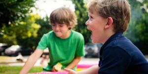 Дай ему сдачи: как научить ребенка решать конфликты мирно